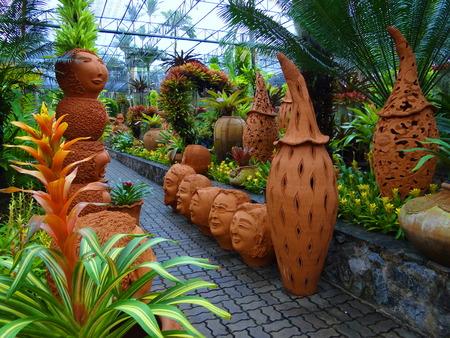 ollas de barro: ollas de barro en el Parque Tailandia