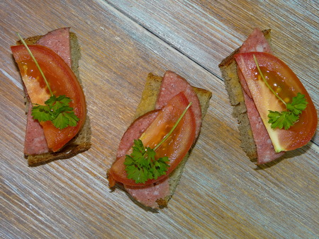 snacking: sandwiches with salami