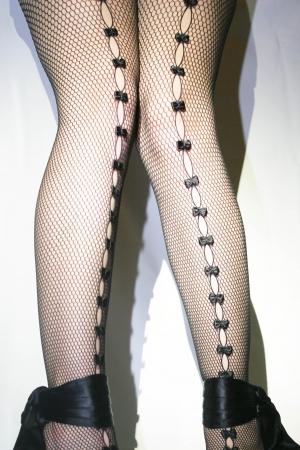 bas r�sille: Bas r�sille avec des arcs et des noirs sandales