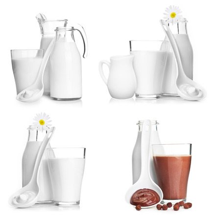leche y derivados: Botella de leche, el vaso de vidrio y aislado en el fondo blanco. Foto de archivo
