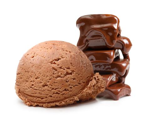 白い背景に分離されたチョコレート アイス クリーム スクープ 写真素材