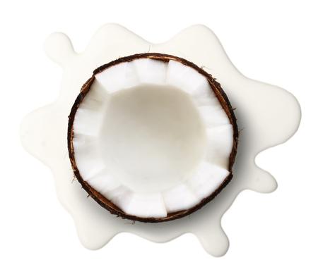 흰색 배경에 고립 코코넛 우유입니다.