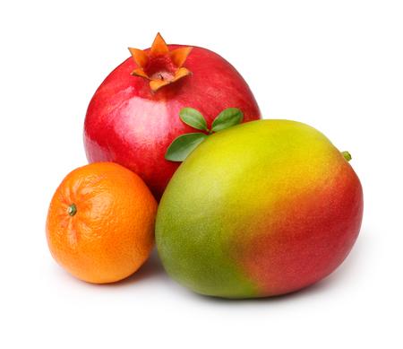 frutas tropicales: Las frutas tropicales aisladas sobre fondo blanco.
