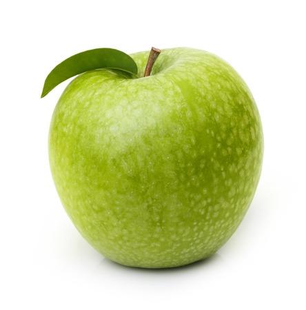 manzana verde: Manzana verde aislado en el fondo blanco. Foto de archivo