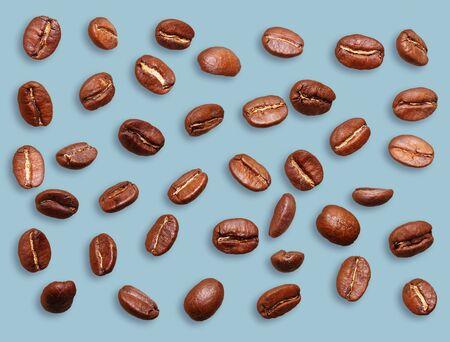 Black coffee grain, bean isolated on blue 免版税图像 - 129146994