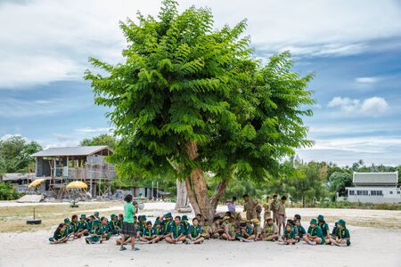 Koh Samui island, Thailand. Jule 2018. Thai Boy Scout and girl scout in Camp activities as part of the study. 新聞圖片
