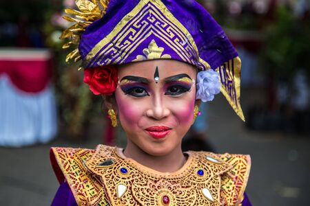 Portrait of Young Balinese traditional girl in Twin Lake Festival in Bali, Indonesia. June 2018 新聞圖片