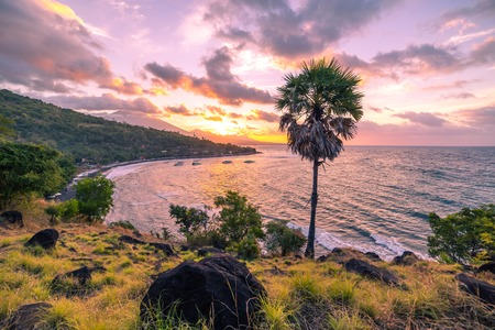The sun is down with colourful sky and clouds in Jemeluk bay in Amed, Bali, Indonesia 版權商用圖片