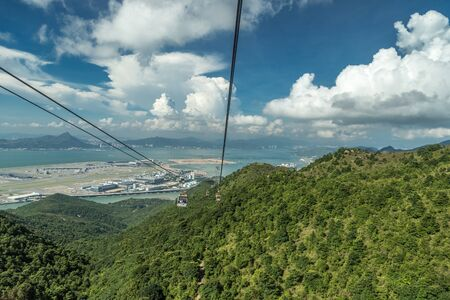 Cable car carries tourists up to the Ngong Ping Village in Lantau, Hong Kong, China. 版權商用圖片 - 137283390