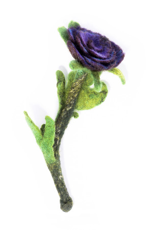 tonto: Brooch made of felt wool on a white background in the form of rose flower
