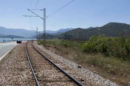 スカダー湖、モンテネグロ近く鉄道。