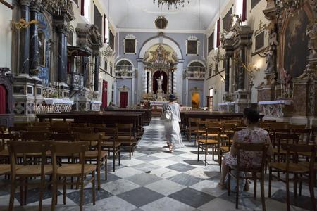 ドゥブロヴニク、クロアチアのカトリック教会の中。