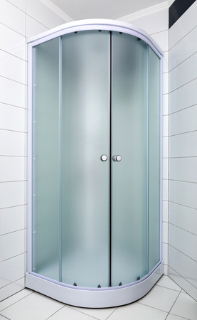 Bathroom with new shower cabin 免版税图像 - 91126489