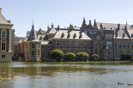 The Hague, Netherlands - July 03, 2018: View of the Binnenhof from the palace pond. Éditoriale