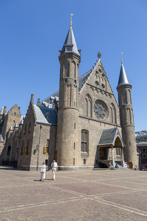 The Hague, Netherlands - July 03, 2018: Square in front of the Knights Hall inside the complex of buildings Binnenhof Редакционное