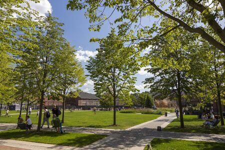 "St. Petersburg, Rusland - 10 augustus 2018: Het grondgebied van het stadspark ""New Holland"" in Sint-Petersburg"
