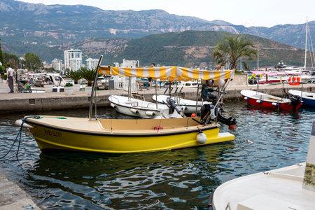 Budva, Montenegro - August 03, 2017: Jetty of boats and yachts on the embankment of Budva 報道画像