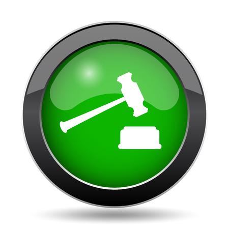 knocking: Judge hammer icon, green website button on white background. Stock Photo