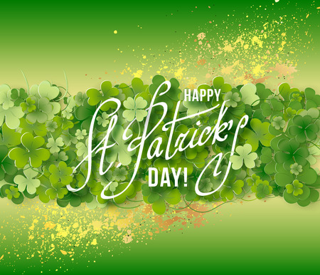 st patricks party: Saint Patricks Day Card with Shamrock on Green Background. Calligraphic Lettering Happy St Patricks Day. Vector Illustration. Illustration