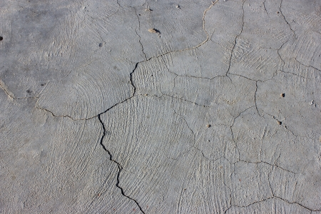 split level: Grunge concrete cement wall with crack in industrial building Stock Photo