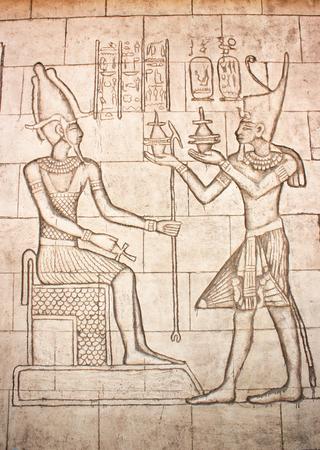 friso: Friso de diosa egipcia. murales antiguos, talla de la pared Foto de archivo