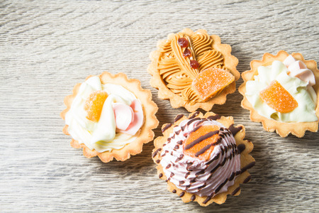 confectionery: cake, pastries confectionery