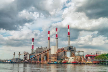 tall chimney: NEW YORK CITY, USA: Ravenswood Generating Station is a 2,480 megawatt power plant in Long Island City in Queens, New York.  It is capable of producing 2,480MW of energy.
