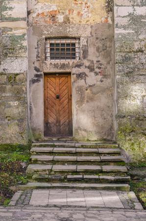 door knob: Antique vintage entrance wooden door to the old house