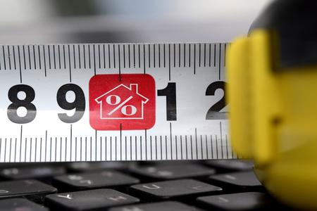 Roulette sulla tastiera con un segno di percentuale e immobili. Archivio Fotografico