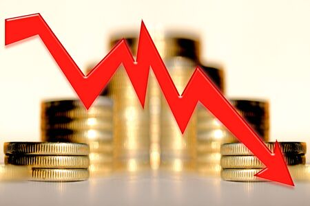 Red arrow on the background of money. Concept of the global financial crisis. Stockfoto