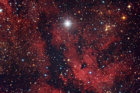 Nebulosa Roja En El Cielo En La Constelación De Cygnus Fotos, Retratos, Imágenes Y Fotografía De Archivo Libres De Derecho. Image 26696776.