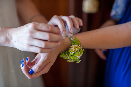 bracelet of flowers for the bride damigelel photo