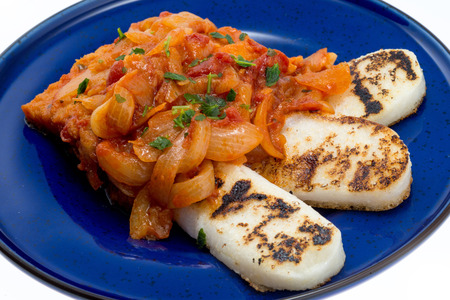 Cod with onions, tomato and white polenta