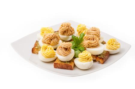 tuna mayo: Stuffed eggs