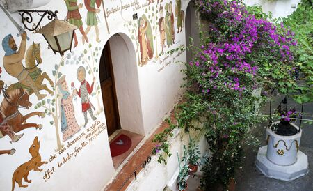 Medieval frescoes at upper Sperlonga, Italy. 版權商用圖片