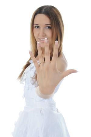 Novia muestra el anillo. Aislados en fondo blanco  Foto de archivo - 7634341