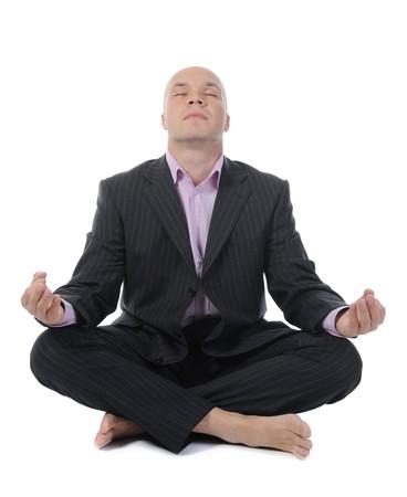 zaken man mediteren in yoga lotus. Geïsoleerd op witte achtergrond