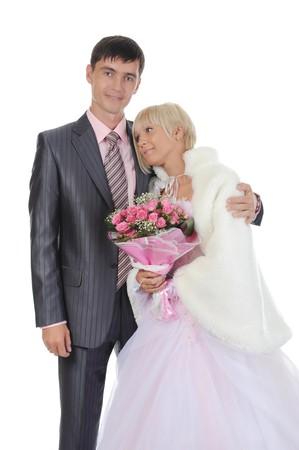 novio le da a la novia un ramo de rosas. Aislados en fondo blanco  Foto de archivo - 8061855