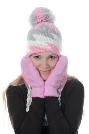 ropa de invierno: Mujer sonriente en estilo de invierno. Aislados en fondo blanco  Foto de archivo