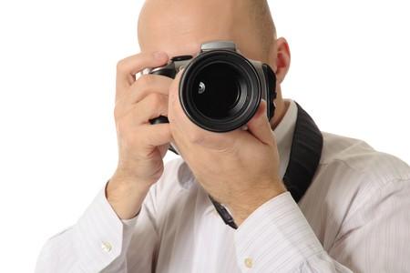 homme chauve: homme chauve tient une cam�ra entre ses mains. Isol� sur fond blanc Banque d'images