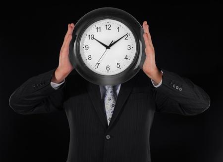 puntualidad: hombre sostiene horas Foto de archivo