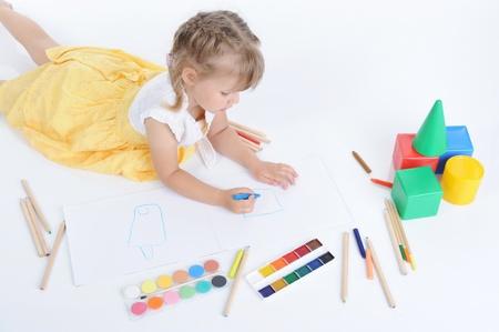 Girl draws Stock Photo - 9125417