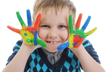 creativity artist: ni�o sonriente con las Palmas pintado por una pintura. Foto de archivo
