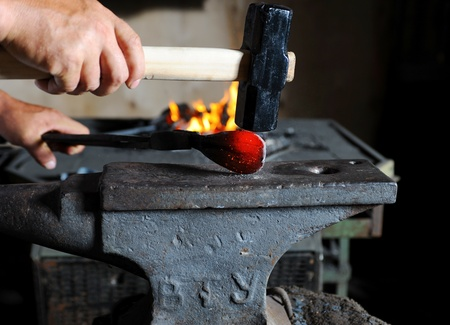 Making a decorative pattern on the anvil photo