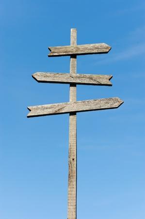arrow wood: puesto de madera signo en blanco