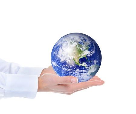 mundo manos: El planeta tierra en el lado femenino