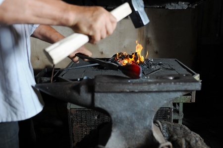 smithery: Making a decorative pattern on the anvil