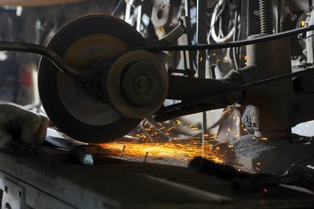 sharpening: abrasive disk machine