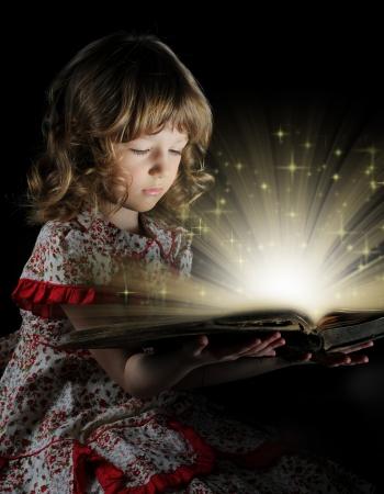 story: La muchacha adolescente la lectura del Libro