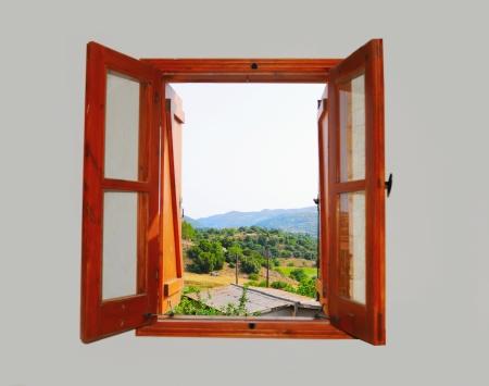 ventana abierta interior: vistas a la monta?a desde la ventana